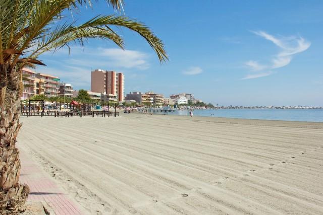 Отремонтированная 3-х комнатная квартира в 700 метрах от пляжа 99, 900 € — Квартиры